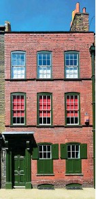??  ?? Historic haven: The Landmark Trust charity rents out restored buildings and is offering two flats in Smithfields near Barts Hospital