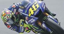 ??  ?? Valentino Rossi, 38 anni, nelle seconde libere a Barcellona