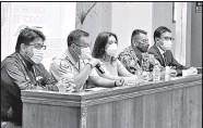 ?? GLENDA GIACOMETTI/ EL COMERCIO ?? Emerson Luna, jefe de Operaciones de la Policía en Tungurahua (con micrófono) habló de los hechos.