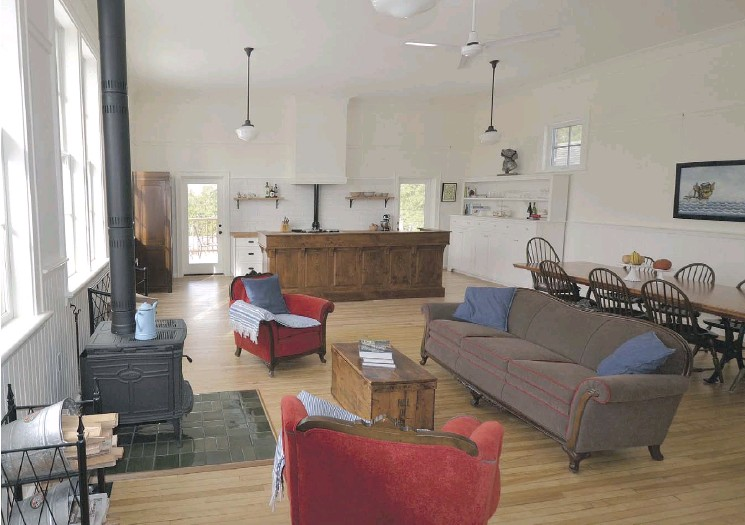 ??  ?? The one-room schoolhouse has been transformed into a large main living area containing the kitchen, dining and living spaces, that enjoy plenty of natural light.