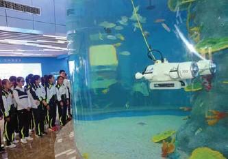 ??  ?? 学生在天津滨海-中关村科技园参观水下无人机