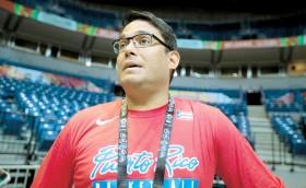 ??  ?? Yum Ramos, el nuevo presidente de la Federación de Baloncesto local, impulsará la permanencia de Eddie Casiano por cuatro años.