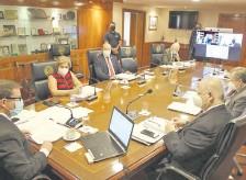 ??  ?? La pasada sesión con 8 miembros en sala y uno vía telemática.