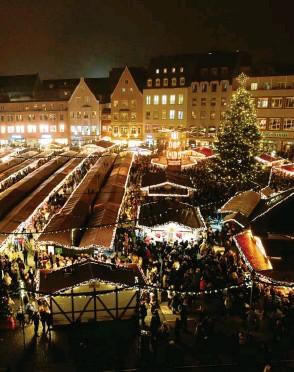 ?? Foto: Silvio Wyszengrad ?? Augsburg will trotz Corona den Christkindlesmarkt veranstalten ‰ allerdings anders.