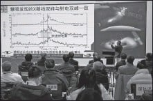 ?? JIN LIWANG / XINHUA ?? Zhang Shuangnan, a researcher with the Chinese Academy of Sciences, explains a new discovery about the source of fast radio bursts at a news conference in Beijing on Friday.
