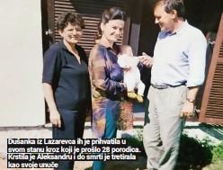 ??  ?? Dušanka iz Lazarevca ih je prihvatila u svom stanu kroz koji je prošlo 28 porodica. Krstila je Aleksandru i do smrti je tretirala kao svoje unuče