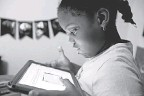?? SETH HARRISON/ USA TODAY NETWORK ?? Second grader Khloe Johnson, 6, does schoolwork on a tablet at home in White Plains, N. Y.