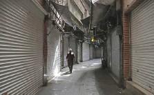 ?? Reuters ?? ■ A man walks next to closed shops in Tehran Bazaar. Iran last Saturday imposed a 10-day lockdown in 23 provinces.