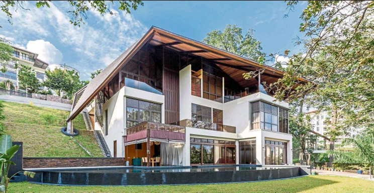 ?? — Photos: MJ Kanny Architect ?? Two key challenges in building Falanchity House (pictured) and Canopy House pertained to the roof structures and the steepness of the slopes the houses sit on.
