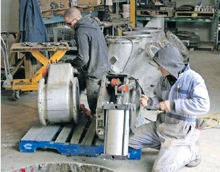 Unicast employees assembling a convertible diverter valve.