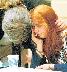 ?? LOU TOMAN/STAFF FILE ?? Lisa Connelly, left, is comforted by her attorney, Kayo Morgan, in court in 1995. Now 38, Connelly lives in Pennsylvania, where she is a certified optician.