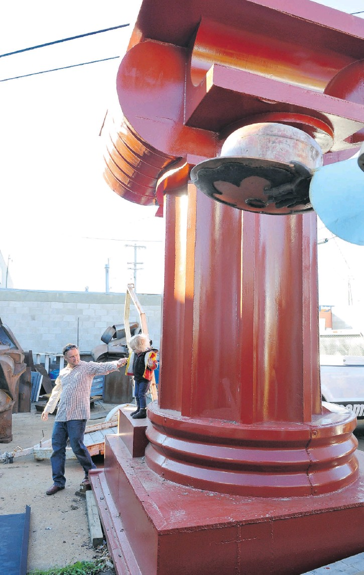 ??  ?? Andy French with his daughter Frankie and one of French's sculptures.