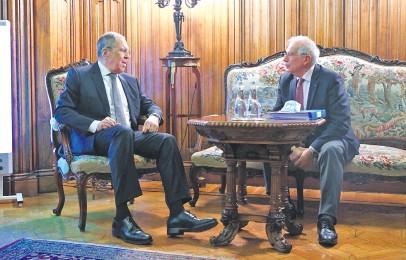 ??  ?? El canciller de Rusia, Serguéi Lavrov (i), junto con el alto representante de Exteriores de la UE, Josep Borrell.
