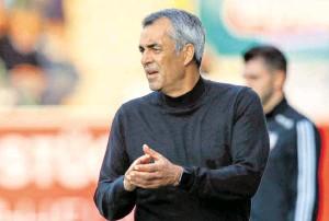 ?? BILD: SN/GEPA ?? Robin Dutt, 56, coacht seit dieser Saison den Wolfsberger AC.