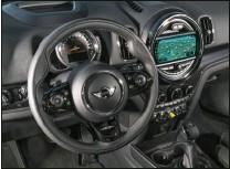 ??  ?? Le mode eDrive permet de rouler en utilisant uniquement le moteur électrique. Le gros compteur reste au centre d'une planche de bord toujours aussi originale.