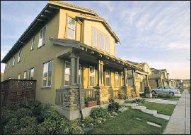 ?? Robert Durell Los Angeles Times ?? A CRAFTSMAN- STYLE HOME in the master- planned community ofMountain House, Calif., which is served by the Byron- Bethany Irrigation District.