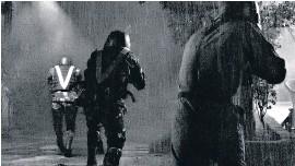 ??  ?? The Halt fue filmada en un blanco y negro muy contrastado.