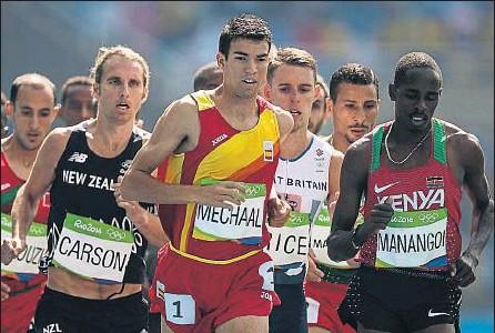 ?? MARCELO SAYÃO / EFE ?? Adel Mechaal, durante su serie de los 1.500 m, ayer en Río