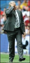 ??  ?? OH NO: Steve Bruce can't believe it as Hull fall