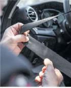 ??  ?? Schmauchspuren auf den Gurten lassen Rückschlüsse auf den Unfallhergang zu.
