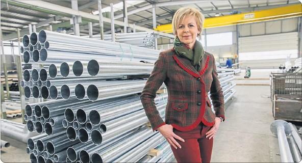 """?? [ Günther Peroutka ] ?? Fonatsch-Chefin Marie-Luise Fonatsch: """"Wir erzeugen unsere Maste zu 100 Prozent in Österreich - hier bei uns in Melk""""."""