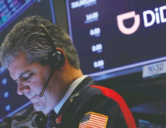 ?? BRENDAN MCDERMID/REUTERS ?? A trader works during the IPO for Chinese ride-hailing company Didi Global Inc on June 30. A period of abrupt turnarounds included China's internet watchdog suspending new user registrations for Didi's app just days after the firm went public, says Tom Bradley.