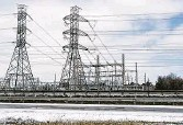 ?? Brett Coomer / Staff photographer ?? By isolating its power grid, Texas has hindered its ability to import power from either the Eastern or Western energy systems, experts say.