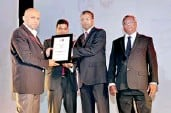 ??  ?? From left: Gerard G. Ondaatjie (Managing Director – Mercantile Investments and Finance PLC), Tishan Subasinghe (Chairman of the Annual Report Awards Committee and the Integrated Reporting Task Force), Nishan Fernando (Managing Director – BDO Consulting...