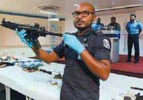 ?? REUTERSPIX ?? A Maldives police officer shows a weapon seized during investigations into the blast.