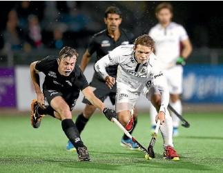 ?? PHOTO: GETTY IMAGES ?? New Zealand's Hayden Phillips, left, battles with Felix Denayer of Belgium during their World League quarterfinal in Johannesburg.