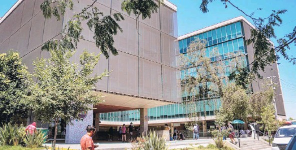 ??  ?? El jueves pasado, la PDI y el Ministerio Público allanaron la Municipalidad de Recoleta en el marco de las pesquisas del caso.