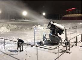 ?? FOTO: PELLE AUDELL ?? SNÖKANON. I år testar kommunen att anlägga ett skidspår i Vilundaparken med hjälp av en snökanon.