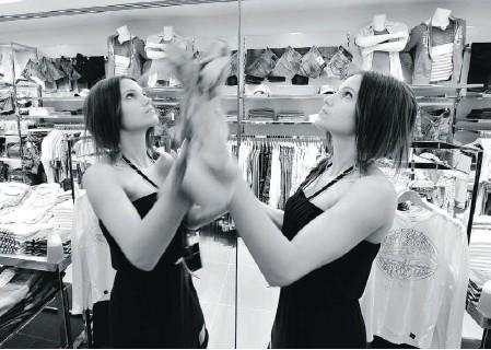 ??  ?? Chekowski works at her part time job in an Edmonton retail store.