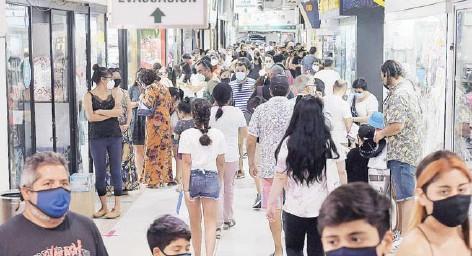 ?? FOTO: AGENCIAUNO ?? La menor confianza en el futuro afectó la confianza de los consumidores en diciembre, según el Ipeco