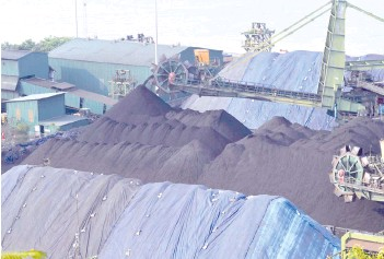 ??  ?? A shipment of coal is unloaded from a cargo vessel at the Mormugao Port Trust in Goa.