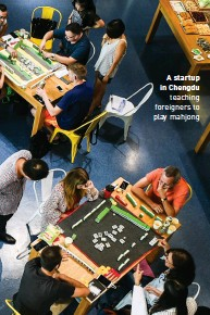??  ?? A startup in Chengdu teaching foreigners to play mahjong