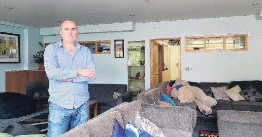 ?? PHOTOS: MATTHEW MCKEW ?? Hostel community feel . . . Queenstown hostel owner Brett Duncan says things are far from normal with the borders closed, but hostels offer a welcoming environment to meet new people.