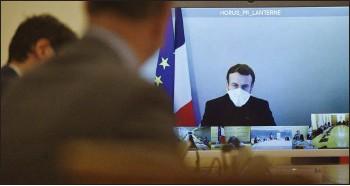 ??  ?? Le président Emmanuel Macron est confiné par le Covid-19 à la résidence présidentielle de la Lanterne, près du parc de Versailles.
