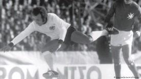 ??  ?? Pionier im DFB-Dress: Erwin Kostedde im Länderspiel gegen Malta