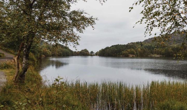 ??  ?? Storavatnet ved Krohnegården i Fyllingsdalen. Vannet i det svært populære turområdet skal tappes ned syv meter fra januar 2022.
