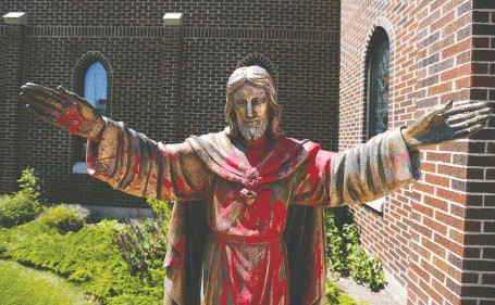 ?? JIM WELLS ?? Vandals threw red paint on a statue of Christ at Sacred Heart Catholic Church overnight on Wednesday, one of a number of attacks on churches since the discovery of unmarked graves at former residential school sites in Saskatchewan and B.C.