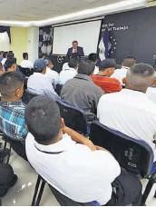 ??  ?? Opciones. Este es un programa de apoyo para salvadoreños que sufren desempleo.