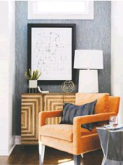 ?? LAURA SUMRAK ?? Rather than adding a wooden feature wall, try using grass-cloth wallpaper, seen in this design by New South Home. This gives you texture without being as trendy, Lee says.
