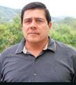 ??  ?? Juan Carlos Meneses fue comandante de la Policía de Yarumal. Actualmente, se encuentra en la JEP y acusa a Santiago Uribe de ser miembro de los Doce Apóstoles.