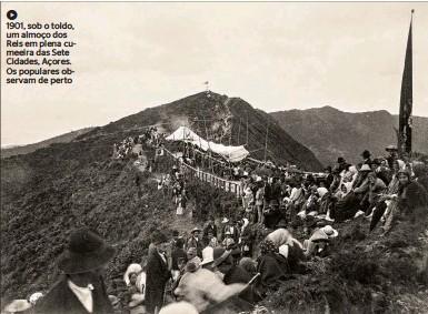 ??  ?? 1901, sob o toldo, um almoço dos Reis em plena cumeeira das Sete Cidades, Açores. Os populares observam de perto
