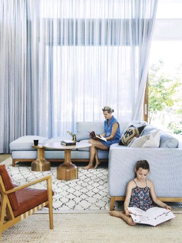 ??  ?? LIVING AREA (top left) Striking floor-to-ceiling curtains add scale and softness. An L-shaped sofa designed by interior designer Malvina Stone and made by Casa Villa in Perth is paired with an Empire Homewares cushion, 'Blava' easy chairs from...