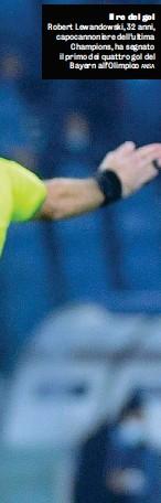 ??  ?? Il re del gol Robert Lewandowski, 32 anni, capocannoniere dell'ultima Champions, ha segnato il primo dei quattro gol del Bayern all'Olimpico