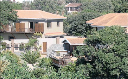 ??  ?? Ocean Eden offers luxurious accommodation, brilliant views and romantic paths perfect for wedding-day wanders