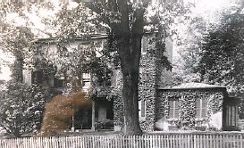 ?? BALTIMORE SUN FILE ?? The Vineyard mansion off 29th Street near Guilford Avenue in Charles Village was demolished in the 1950s to make way for a school.