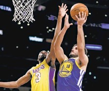 ?? Chris Carlson / Associated Press ?? Omri Casspi (18) has scored in double digits in each of the past four games, including a 14-point night in L.A. on Monday.